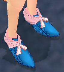 Lined_Ribbon_Shoes_Equipped_Angled.png